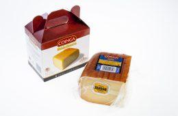 Quart de peça de formatge curat amb estoig