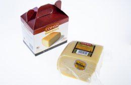 Quart de peça de formatge tendre amb estoig